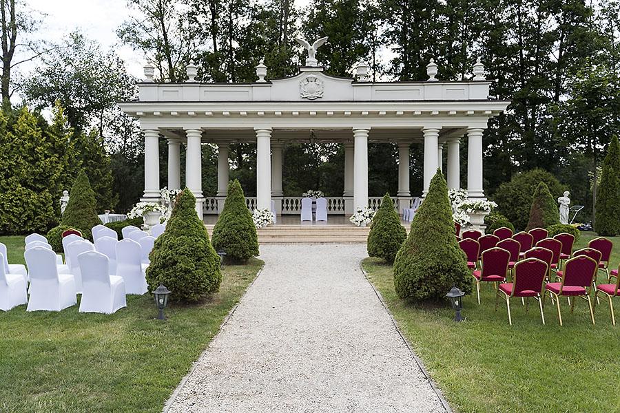 ceremonia w ogrodzie palacyku otrebusy AR 0027 - Naturalny reportaż ślubny
