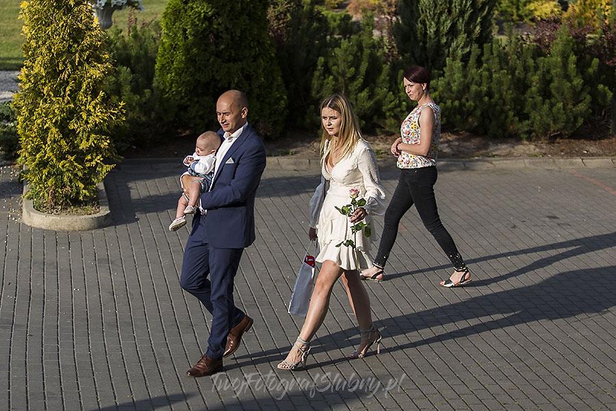 ceremonia w ogrodzie palacyku otrebusy AR 0301 - Naturalny reportaż ślubny