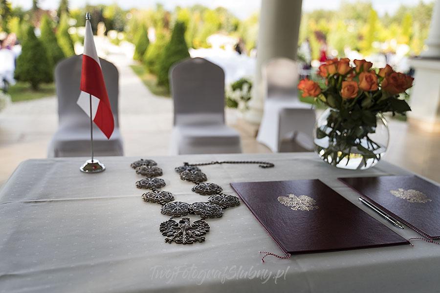 ceremonia w ogrodzie palacyku otrebusy AR 0304 - Naturalny reportaż ślubny