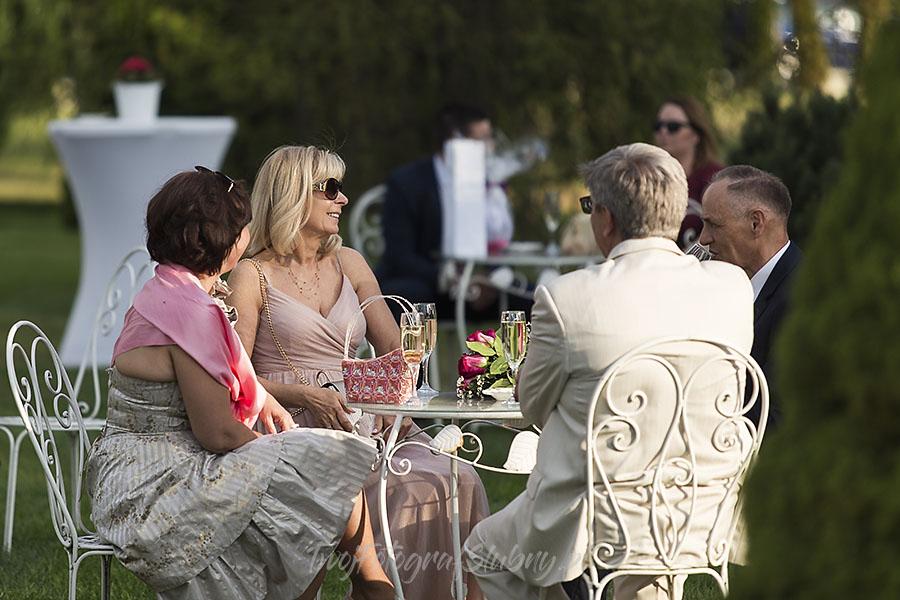 ceremonia w ogrodzie palacyku otrebusy AR 0314 - fotograf sesja ślubna