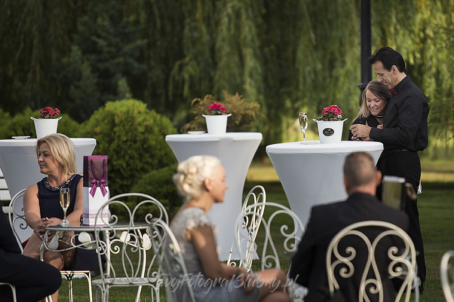 ceremonia w ogrodzie palacyku otrebusy AR 0317 - fotograf na wesele