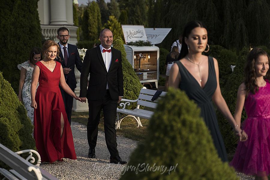 ceremonia w ogrodzie palacyku otrebusy AR 0384 - Naturalny reportaż ślubny