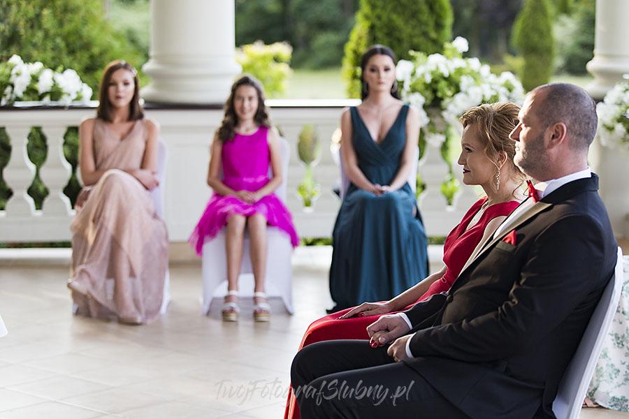 ceremonia w ogrodzie palacyku otrebusy AR 0405 - fotograf sesja ślubna