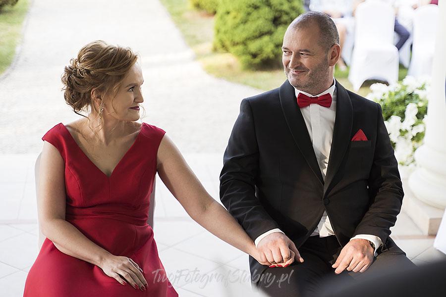 ceremonia w ogrodzie palacyku otrebusy AR 0434 - fotografowanie ślubów