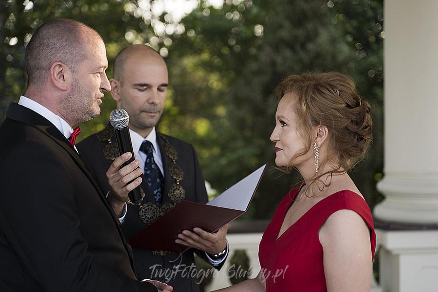 ceremonia w ogrodzie palacyku otrebusy AR 0454 - Naturalny reportaż ślubny