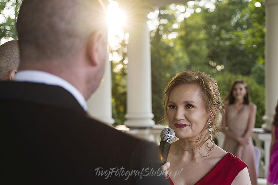 ceremonia w ogrodzie palacyku otrebusy AR 0466 - Naturalny reportaż ślubny
