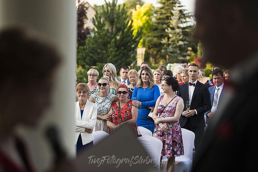 ceremonia w ogrodzie palacyku otrebusy AR 0497 - Naturalny reportaż ślubny