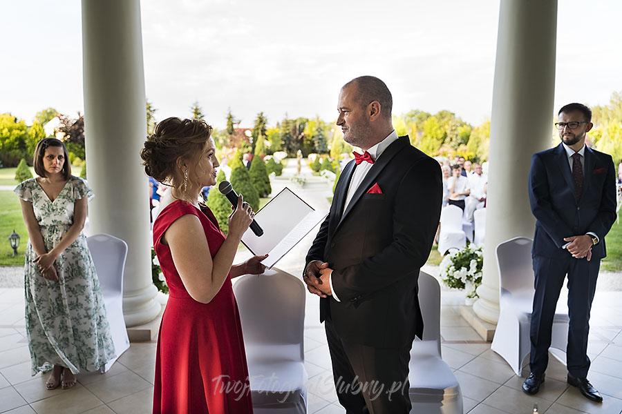 ceremonia w ogrodzie palacyku otrebusy AR 0511 - fotograf sesja ślubna