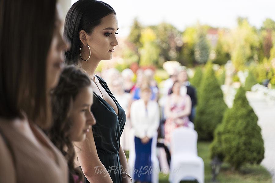 ceremonia w ogrodzie palacyku otrebusy AR 0543 - fotografowanie ślubów