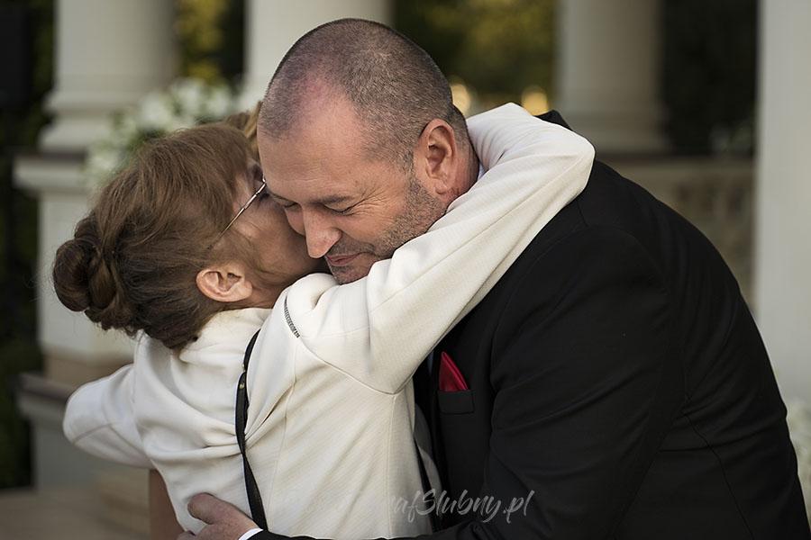 ceremonia w ogrodzie palacyku otrebusy AR 0560 - fotografowanie ślubów
