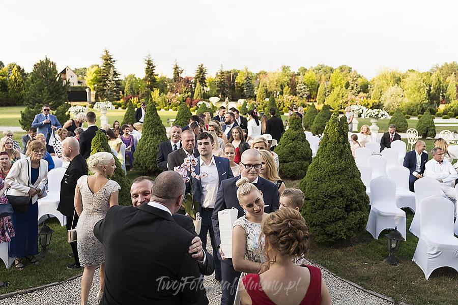 ceremonia w ogrodzie palacyku otrebusy AR 0570 - fotografowanie ślubów