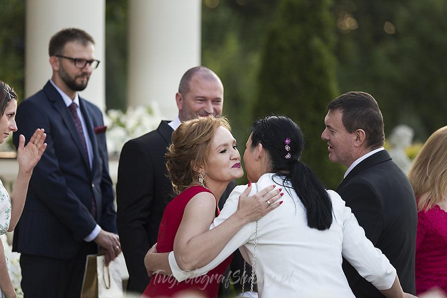 ceremonia w ogrodzie palacyku otrebusy AR 0613 - Naturalny reportaż ślubny