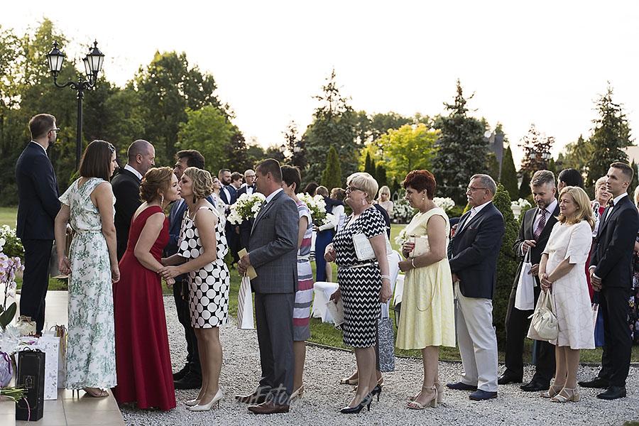 ceremonia w ogrodzie palacyku otrebusy AR 0642 - Naturalny reportaż ślubny