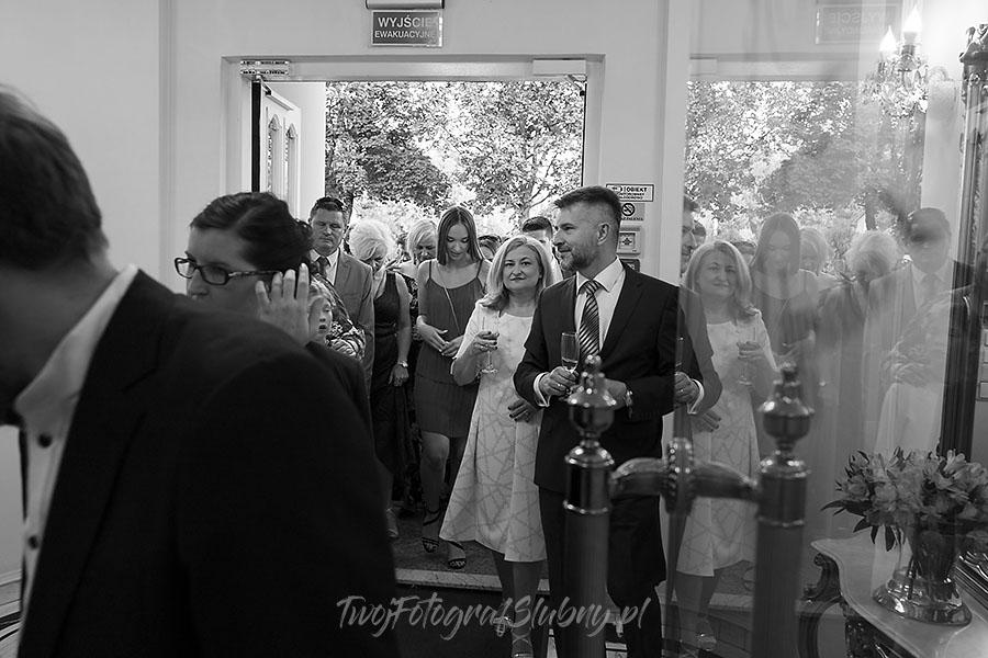 ceremonia w ogrodzie palacyku otrebusy AR 0694 - fotograf na wesele