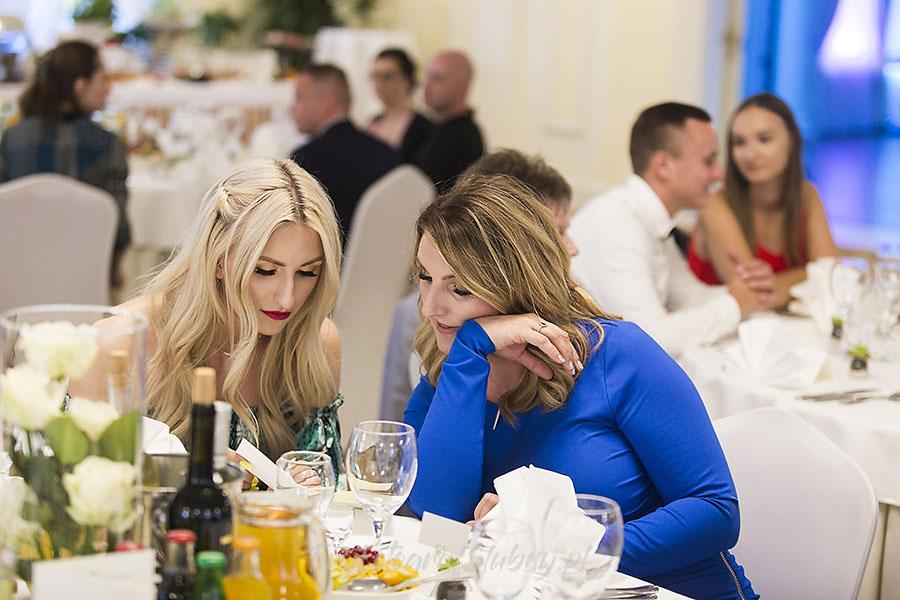 ceremonia w ogrodzie palacyku otrebusy AR 0720 - fotografowanie ślubów