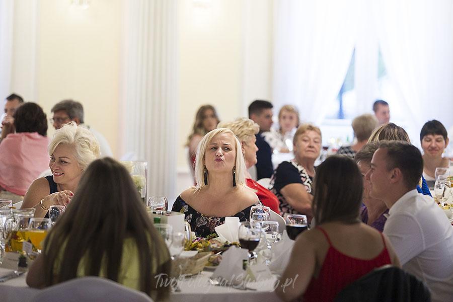 ceremonia w ogrodzie palacyku otrebusy AR 0743 - fotografowanie ślubów