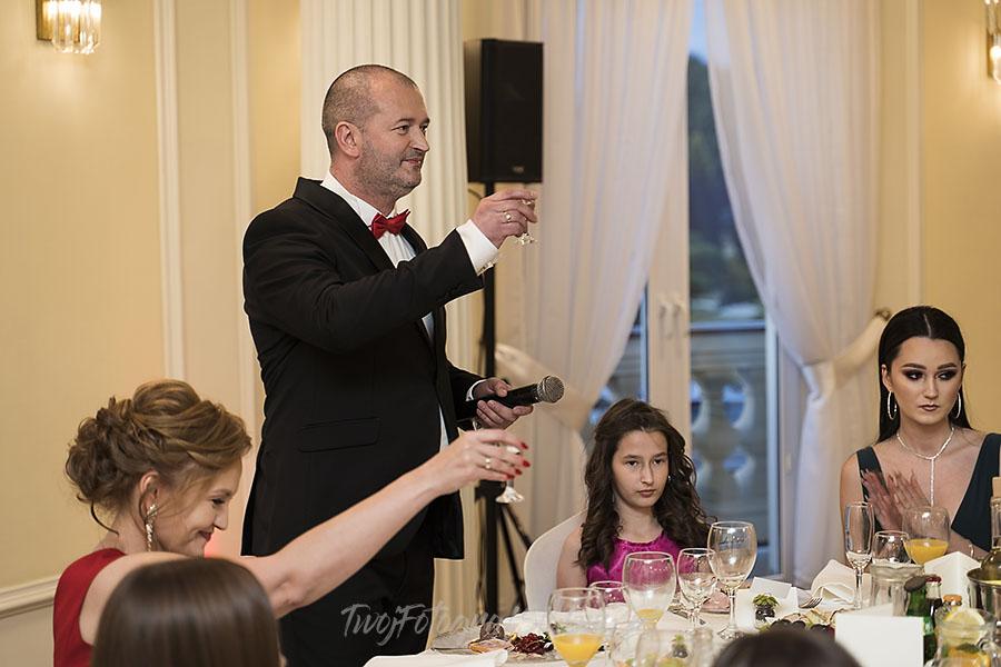 ceremonia w ogrodzie palacyku otrebusy AR 0780 - Naturalny reportaż ślubny
