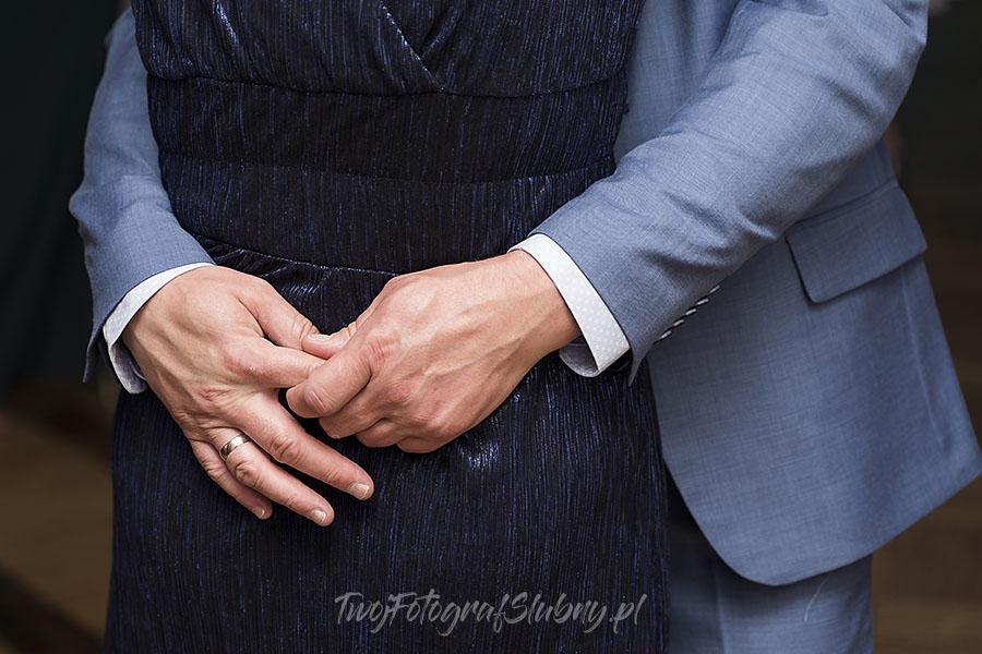 ceremonia w ogrodzie palacyku otrebusy AR 0828 - fotograf sesja ślubna