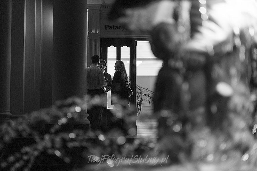 ceremonia w ogrodzie palacyku otrebusy AR 1166 - fotografowanie ślubów