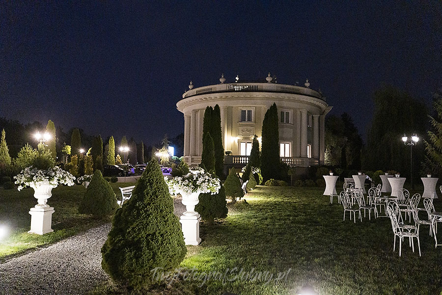 ceremonia w ogrodzie palacyku otrebusy AR 1188 - Naturalny reportaż ślubny