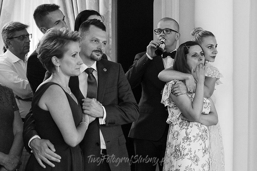ceremonia w ogrodzie palacyku otrebusy AR 1393 - Naturalny reportaż ślubny