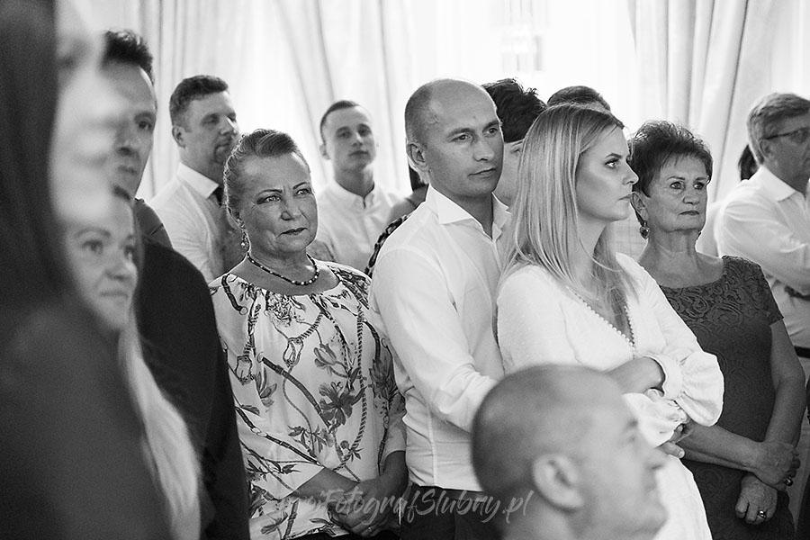 ceremonia w ogrodzie palacyku otrebusy AR 1394 - Naturalny reportaż ślubny