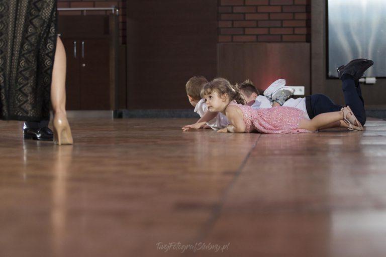 dzieci robia robote MJ 1258