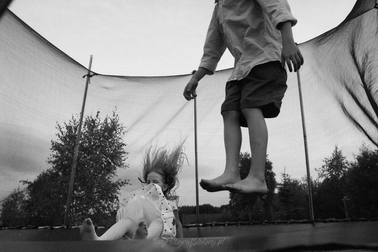 dzieciaki na trampolinie AiM 0757