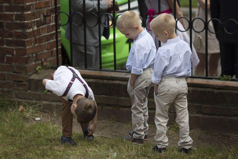 dzieciaki w czasie ceremonii AK 0329