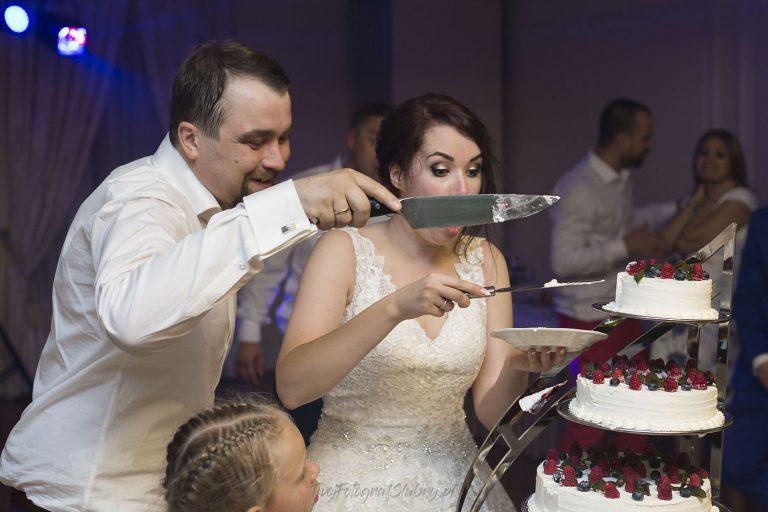gdy kawalek tortu spada w czasie krojenia ZM 1583