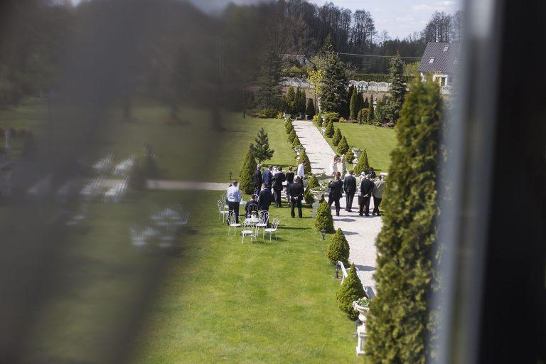 goscie czekajacy na ceremonie w palacyku otrebusy ED 0006