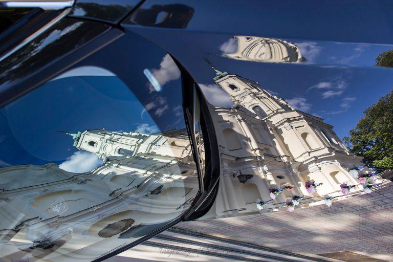 kosciol odbity w limuzynie slubnej ML 0250