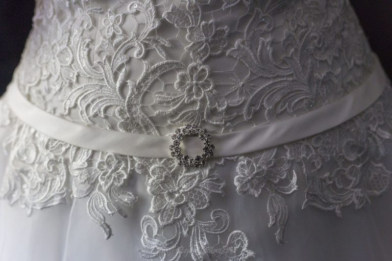 piekne koronki na sukni slubnejEW 0118