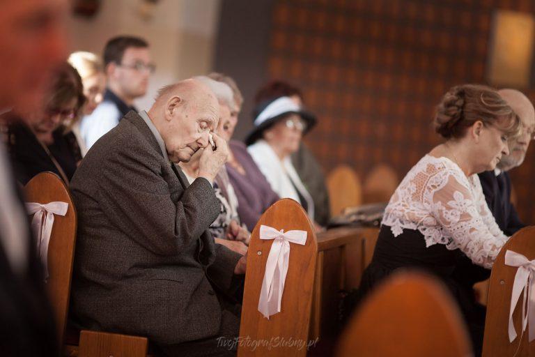 reportaz z ceremonii starszy pan ociera lzy AiJ 0295