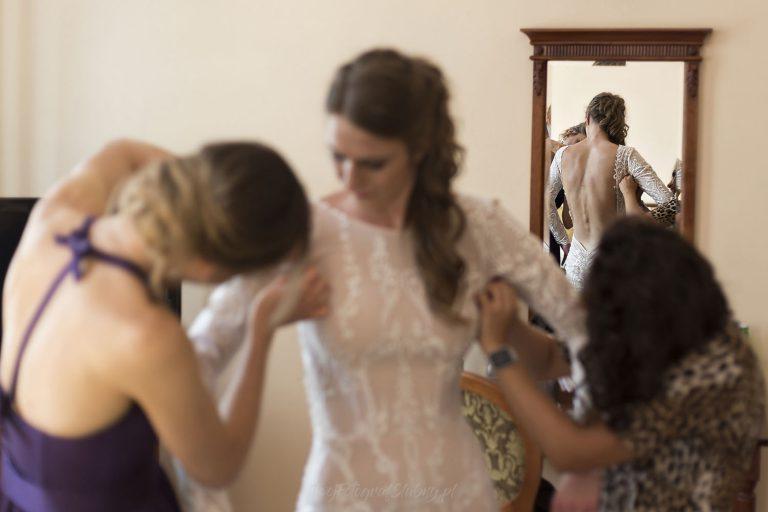 suknia slubna z odslonietymi plecami MB 0175