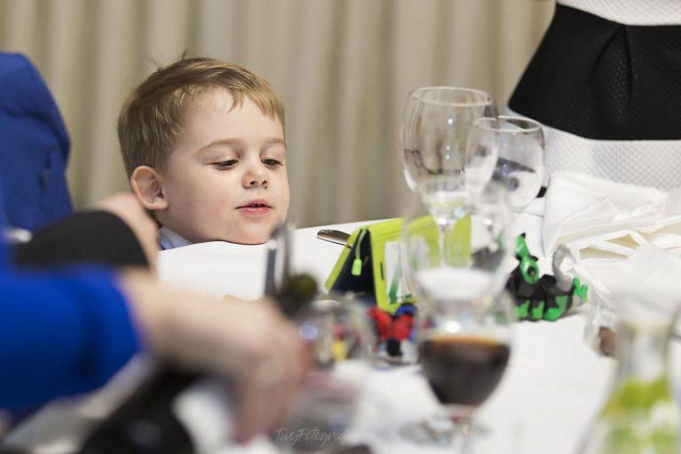 telefony ratuja dzieci na weselach ED 1157