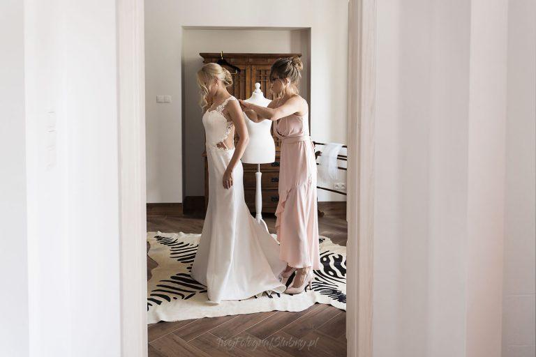 ubieranie sukni slubnej WF 0261
